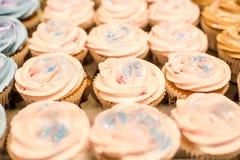 桃红色杯形蛋糕关闭 免版税库存照片