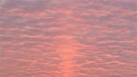 桃红色柠檬水日出通过云彩 免版税库存照片