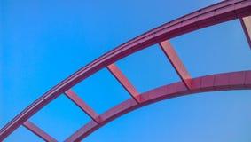 桃红色桥梁  库存照片