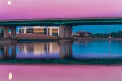 桃红色桥梁 图库摄影