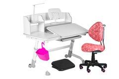 桃红色椅子、灰色学校书桌、桃红色篮子、台灯和黑支持在腿下 免版税库存图片