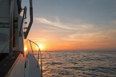 桃红色橙黄日出Fishermans视图在加州海湾的 免版税库存照片
