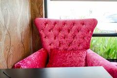 桃红色沙发 免版税库存图片