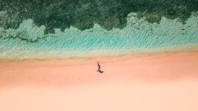 桃红色海滩龙目岛 免版税库存图片