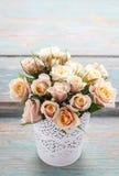 桃红色淡色玫瑰花束  免版税库存照片