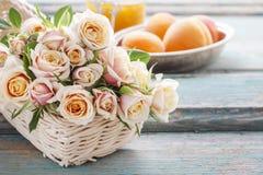 桃红色淡色玫瑰花束  免版税库存图片