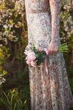 桃红色牡丹婚礼花束 免版税库存照片