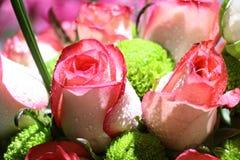 桃红色玫瑰典雅的花束特写镜头在绽放的 免版税库存图片