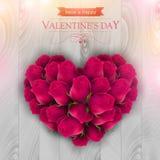 桃红色玫瑰在心脏的形状安排了 免版税库存图片