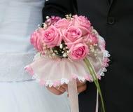 桃红色玫瑰婚礼花束  库存图片