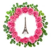 桃红色玫瑰开花埃佛尔铁塔巴黎舱内甲板位置 免版税库存照片