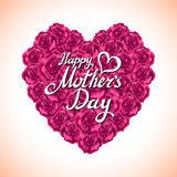 桃红色玫瑰母亲节心脏由紫色玫瑰做成在白色背景 库存图片