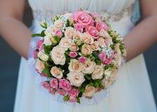 桃红色玫瑰花束  免版税库存照片