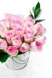 桃红色玫瑰花束 免版税库存图片