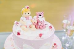 桃红色生日蛋糕 库存图片
