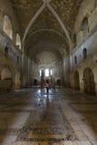 桃红色的一个女孩在圣尼古拉教会里在安塔利亚,土耳其 库存照片