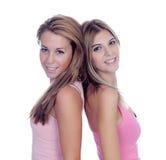 桃红色的两个美丽的女朋友 免版税库存照片