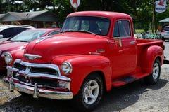 桃红色的1950年薛佛列卡车 免版税库存图片