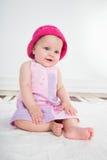 桃红色礼服的女婴 免版税库存照片