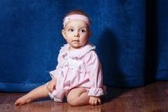 桃红色礼服的小芭蕾舞女演员 免版税库存照片