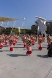 桃红色礼服的舞蹈家在商展的日本传统游行2015年 免版税库存照片