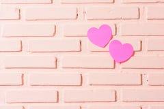 桃红色稠粘的笔记心脏 库存图片
