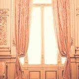 桃红色窗帘 库存照片
