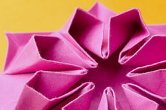 桃红色纸花结构  库存图片