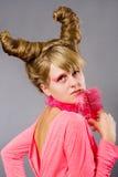 桃红色羽毛纵向妇女年轻人 库存图片