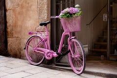 桃红色自行车 库存照片