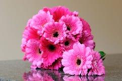 桃红色花束和扣眼 免版税图库摄影