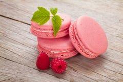 桃红色莓macaron曲奇饼 库存图片