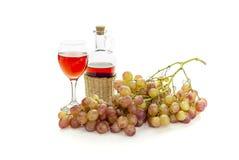 桃红色葡萄和酒 免版税库存图片