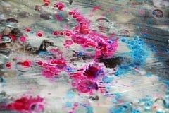 桃红色蓝色白色闪耀的被弄脏的水彩背景,蜡状的抽象纹理 库存图片