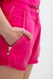 桃红色衣裳的少妇 免版税图库摄影