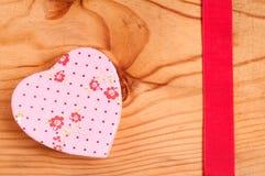桃红色重点和红色丝带 库存照片