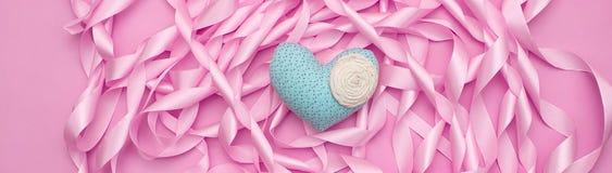 桃红色颜色缎丝带横幅精美纹理  免版税库存图片