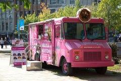 桃红色食物卡车 图库摄影