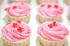 桃红色香草杯形蛋糕II 免版税库存照片