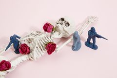桃红色骨骼和战士 库存图片