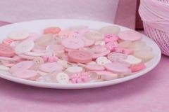 桃红色,白色和透明按钮 库存照片