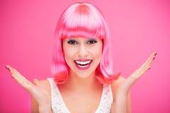 桃红色头发女孩笑 免版税图库摄影
