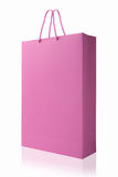 桃红色购物袋,隔绝与在白色backgrou的裁减路线 免版税图库摄影