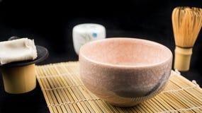 桃红色chawan和工具 免版税图库摄影