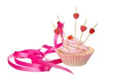 桃红色creampuff、桃红色在白色背景隔绝的丝带和心脏 节假日 库存照片