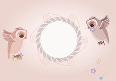 框架和两头逗人喜爱的猫头鹰 免版税库存照片