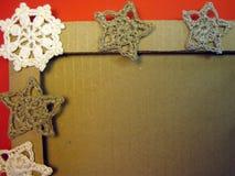 框架和钩针编织亚麻制圣诞节装饰 免版税图库摄影