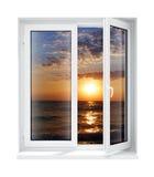 框架玻璃查出的新的被开张的塑料视窗 库存图片