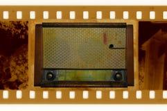 框架老人照片收音机葡萄酒 图库摄影