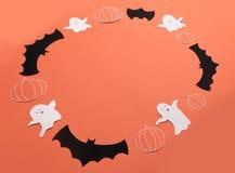 框架haloween在红色背景的标志商标和文本的 图库摄影